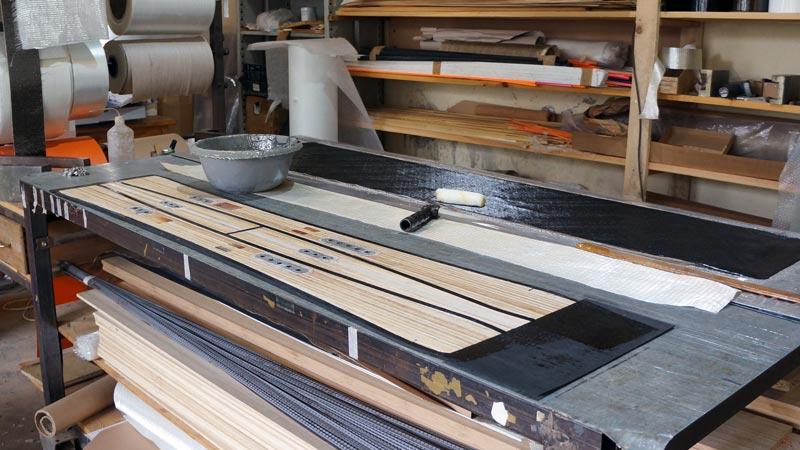 Clone Ind - Fabrication splitboard - application de la résine