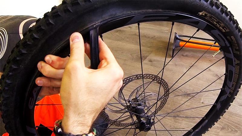 montage pneu vtt tubeless schwalbe knobby nic