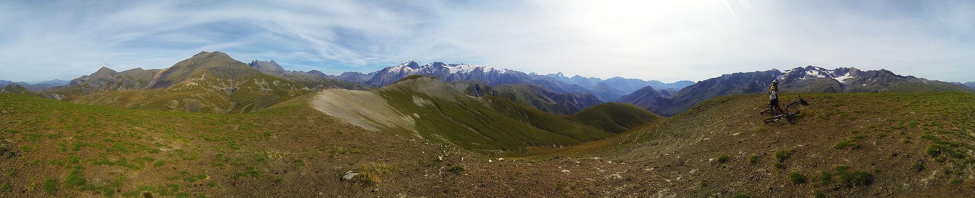 Vue à 360° sur les sommets environnants.