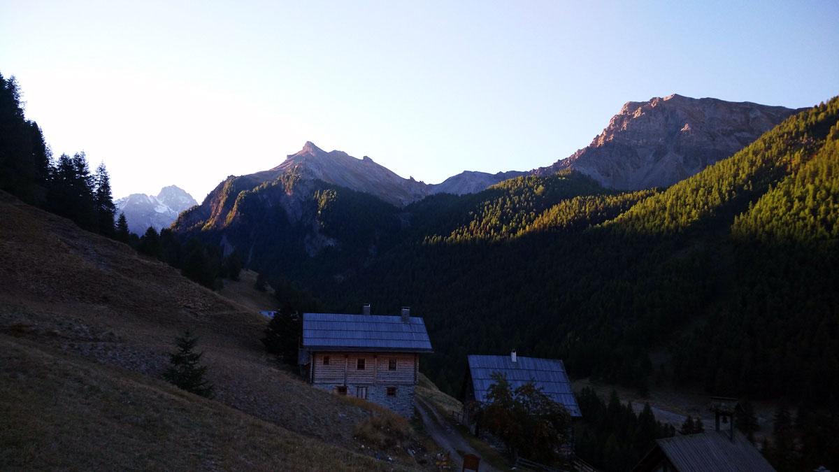 Queyra - Chalet au lever du soleil