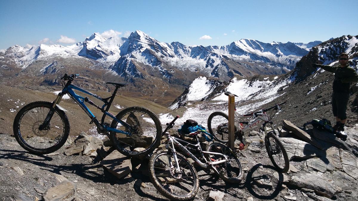 Col de la Cula : en bon guide, Guigui nous fait un point géographique complet en posant des nom sur chaque sommet et vallée environnants.