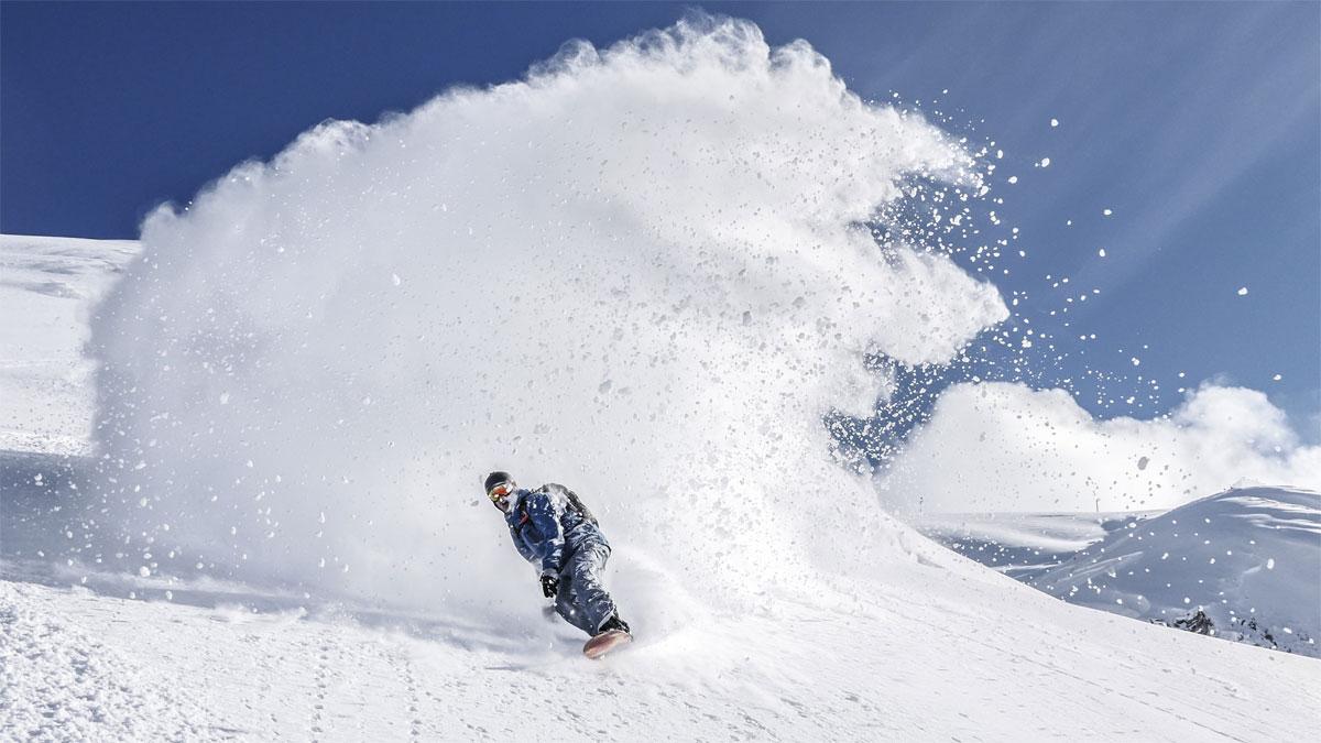 Snowboard - rider en poudreuse